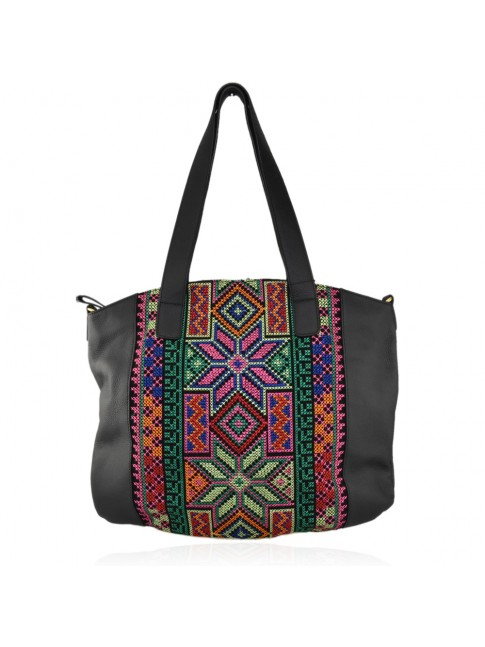 Woman leather shoulder bag with needlework