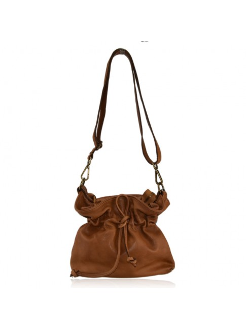 Woman vintage leather shoulder bag