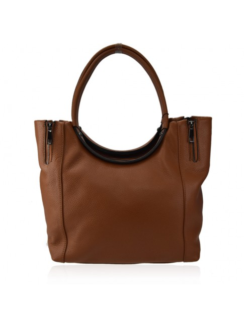 Woman leather shoulder bag with shoulder strap