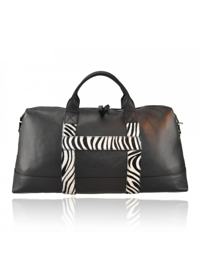 Woman leather travel bag